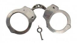 police-polis-handboja-handcuffs-standad-kedja